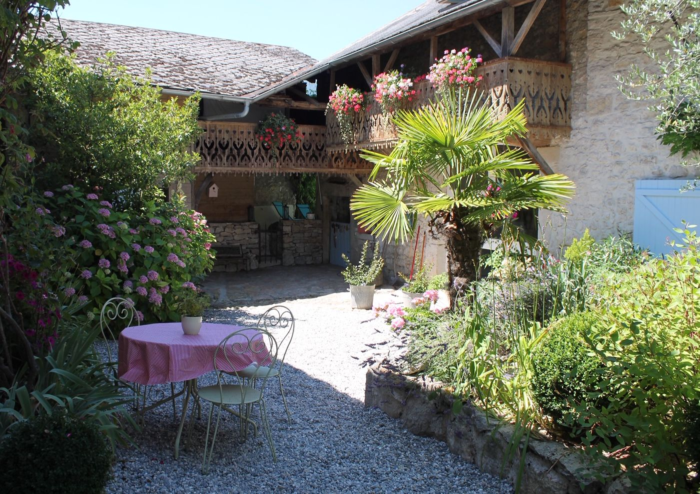 Annecy-Genève-Geneve-Lyon-Bugey-Bugeysud-Ain-France-gites-gite-gîtes-gîte-les gites de sarah et Claude-pet-pet friendly-dog-cat-zen-nature-guest house-vacances-vacance-grand colombier-Le grand colombier-lesgitesdesarahetclaude